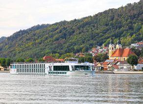MS Ariana bei Obernzell Donau 22 09 2018 02